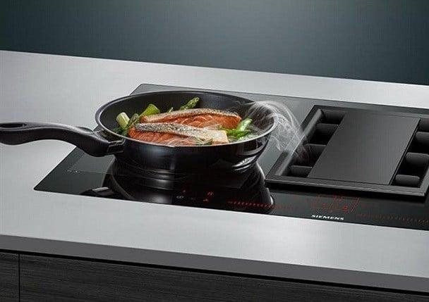 Aperçu d'une plaque de cuisson à induction et hotte intégrée